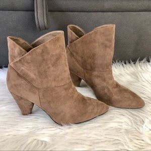 GC Shoes tan faux suede booties, size 9
